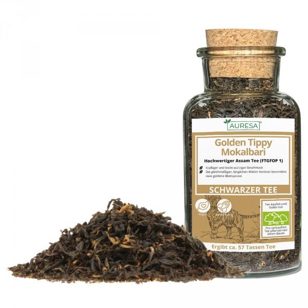 Loser schwarzer Tee aus Assam mit Glas