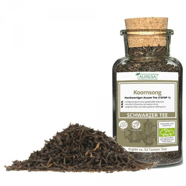Loser schwarzer Tee aus Assam Koomsong mit Glas